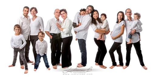 Séance photo studio en famille - 3 générations devant l'objectif !